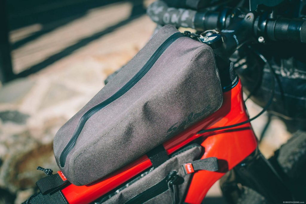 Bolsa guantera de bikepacking